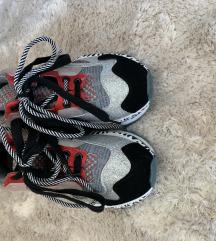 Színes cipő