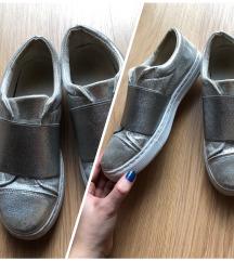 Ezüst tornacipő