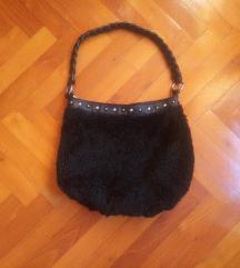 Fekete közepes méretű szőrmés táska
