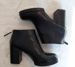 Fekete magassarkú csizma / bakancs