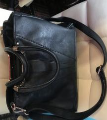 Nagy alakú fekete táska