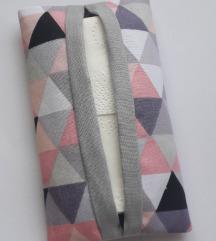 Háromszögmintás (rózsaszín, szürke) zsepitartó