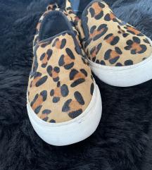 Leopárdmintás cipő