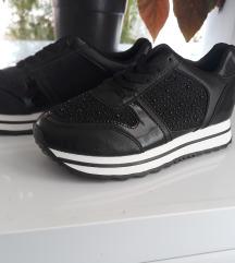 Fekete csillogós sportcipő