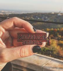 StrangerThings kitűző