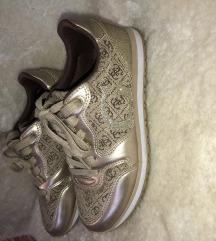 Guess cipő