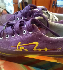 36-os lila sportcipő