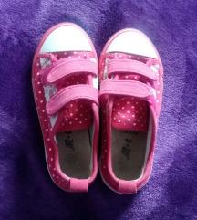 Rózsaszín pöttyös lányka cipő