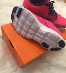 Vadonaúj eredeti Nike cipő (36)-Ingyen postával