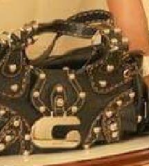 Eredeti Guess táska fémdiszitéssel eladó