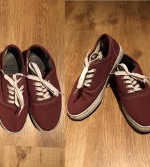 Bordó cipő