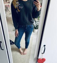 H&M hímzett pulcsi