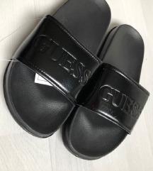 37-es fekete Guess papucs