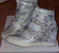 Köves ezüst magasított taplú cipő
