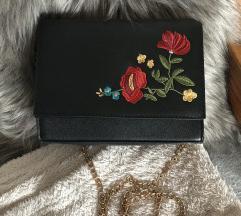 Virágmintás fekete táska