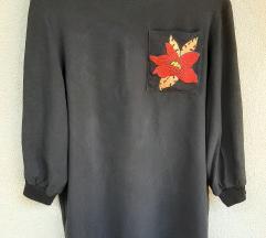 Fekete póló, virág mintás zsebbel