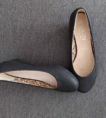 Fekete magastalpú cipő