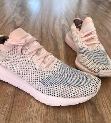 ÚJ! Adidas swift run női futócipő