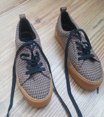 Újszerű Bershka platformos cipő