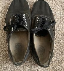 Rossz, szakadt, koszos női cipőket keresek