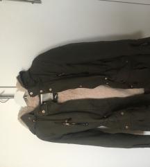 Khaki színű bélelt kabát