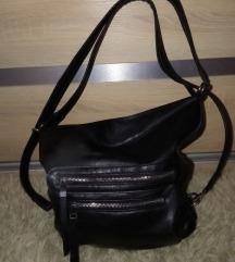 Sokzsebes táska hátizsákká alakítható