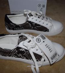 39-es új cipő