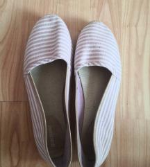 Lila cipő
