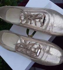 Arany-bézs színű bőr cipő
